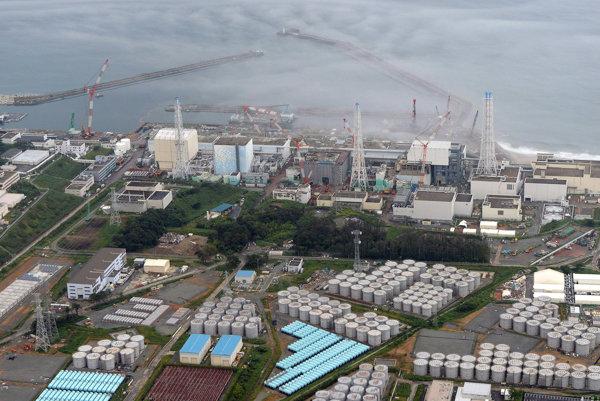 Letecký pohľad na jadrovú elektráreń vo Fukušime.