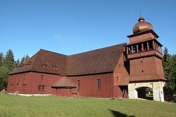 Drevený artikulárny kostol je monumentálnou stavbou, svojou veľkosťou sa radí medzi najväčšie v strednej Európe. Jeho postupná oprava bola preto na začiatku pre všetkých veľkou výzvou. Na opravu fasády žiadal zbor tento rok 37-tisíc eur.
