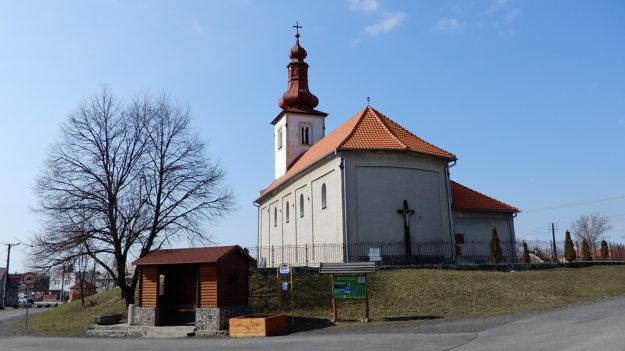 Kostol v obci.
