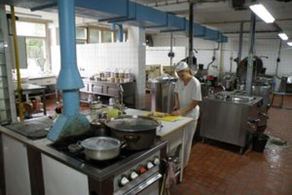 V školskej jedálni na Malonecpalskej ulici už pripravujú denne pätnásť diétnych obedov.