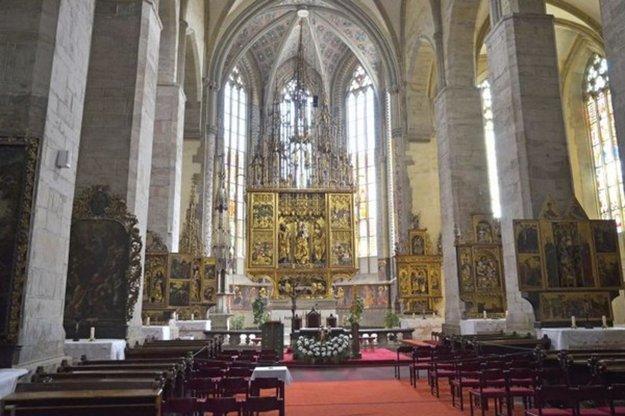 Najvyšší gotický oltár na svete sa nachádza v Bazilike sv. Jakuba v Levoči.