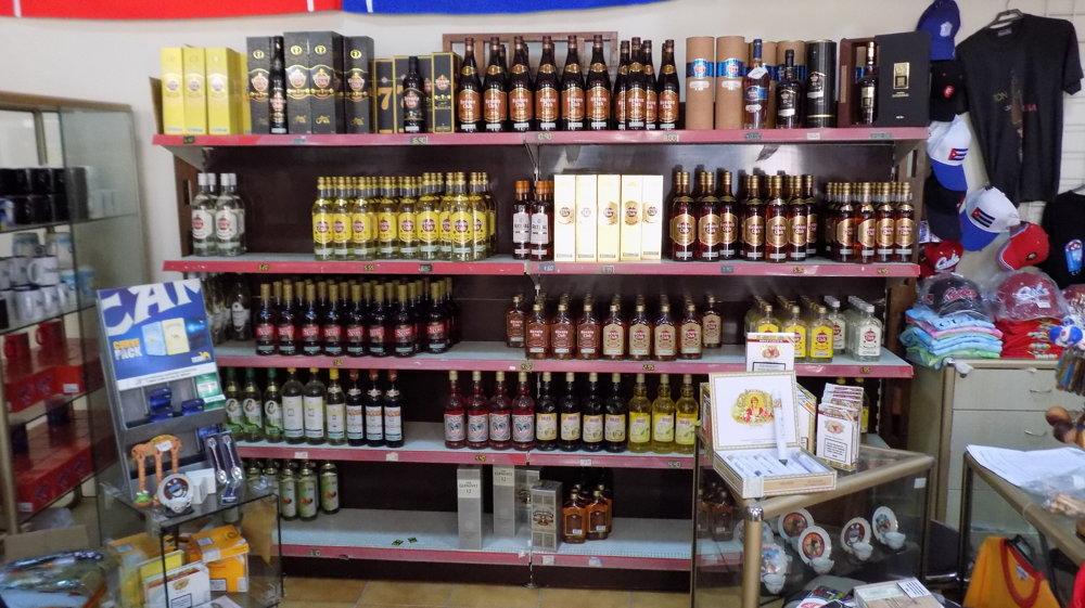 Rumu je v kubánskych obchodoch dosť, najmä v tých turistických.