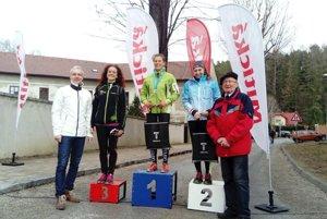 Ženy do 39 rokov na 16 km. Zľava: Mária Převor, Eszter Hortobágiyová, Timea Mihoková.
