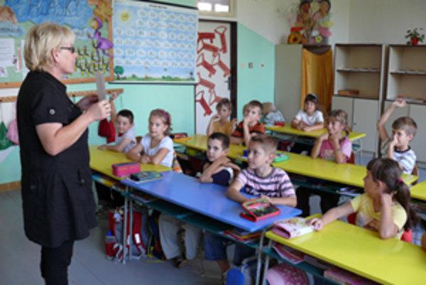 Deti v triede absolvujú teoretickú prípravu aj praktické cvičenia.