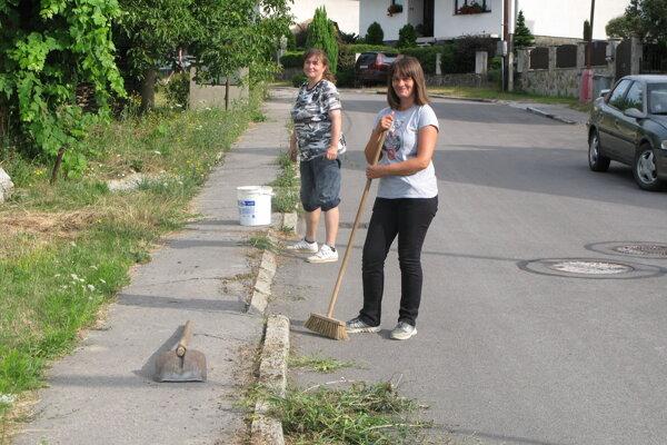 V Kanianke sa do upratovania aktívne zapájajú aj obyvatelia obce.