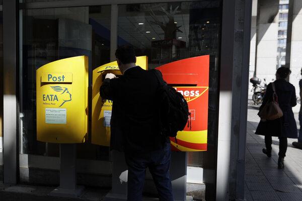 Zamestnanci gréckej pošty objavili osem výbušnín v listoch.
