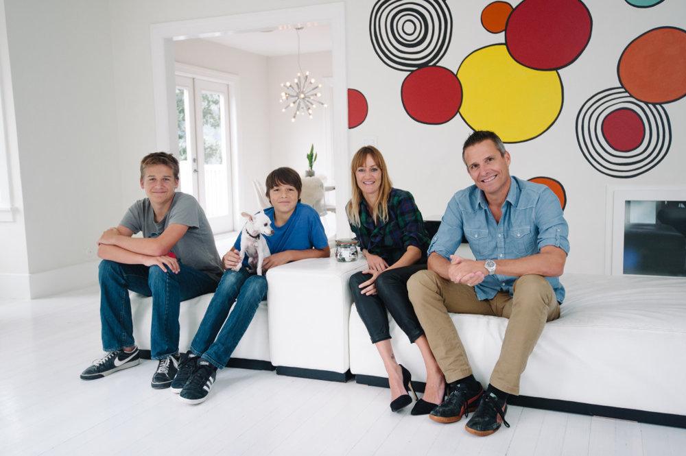 Bea Johnson s rodinou v ich minimalisticky zariadenom dome v Kalifornii.