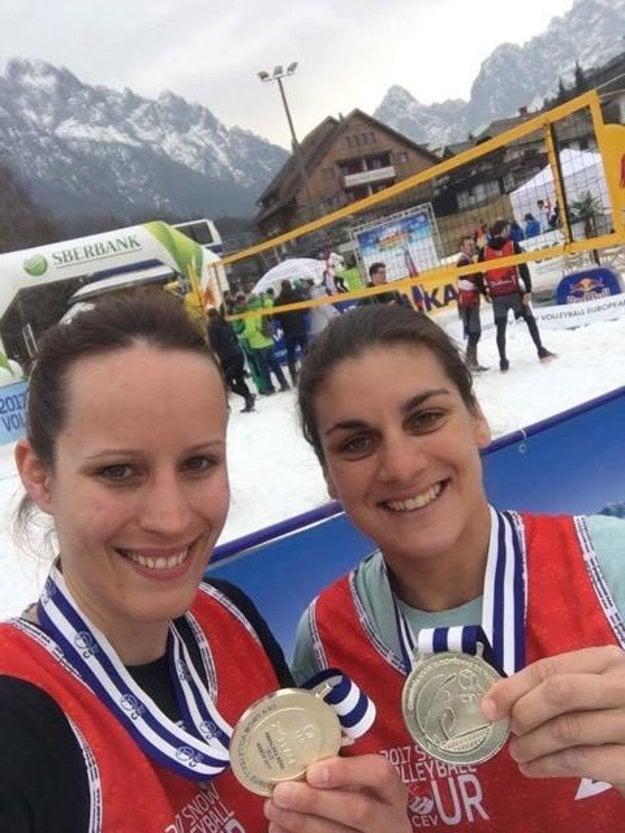 Poszmiková a Eleková so striebornými medailami.