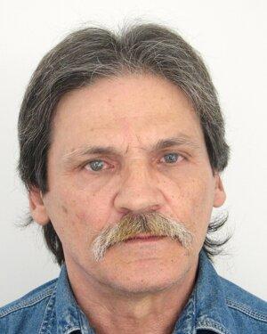 Hľadaný muž je obvinený z lúpeže.