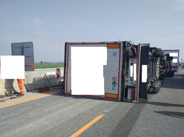 Piatková nehoda na diaľnici D1