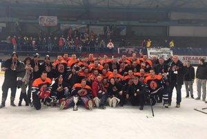 Hokejisti Dubnice sú prvoligoví.