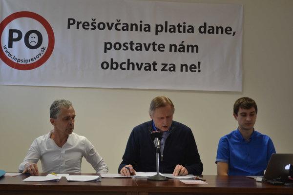 OZ Lepší Prešov. Zľava René Polačok, Jozef Baran (predseda), Jaroslav Pulík.