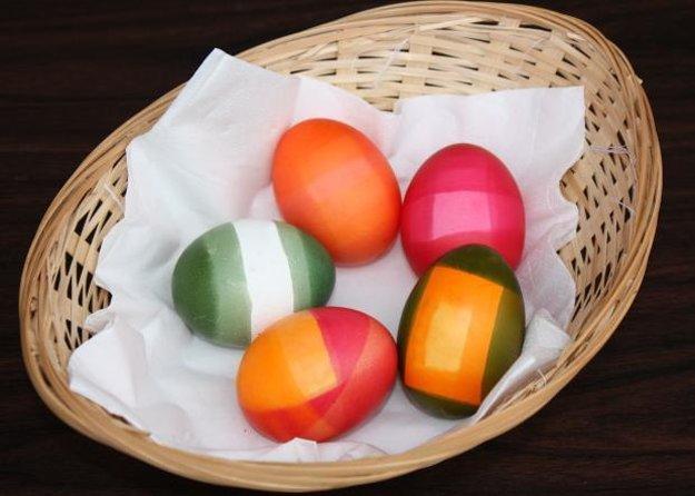 Jednoduché farebné vajíčka