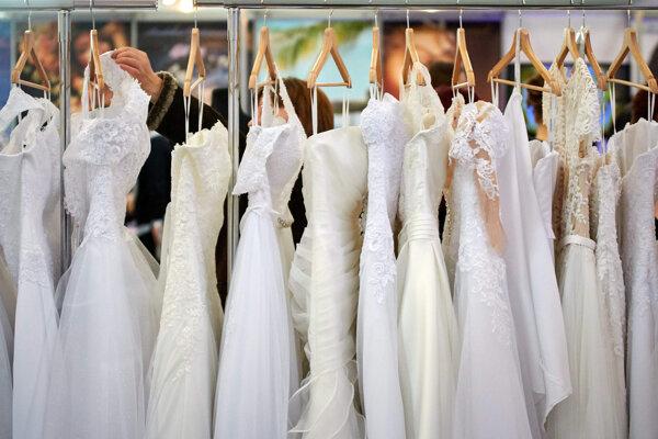 Zlodej ukradol aj 30 svadobných šiat.