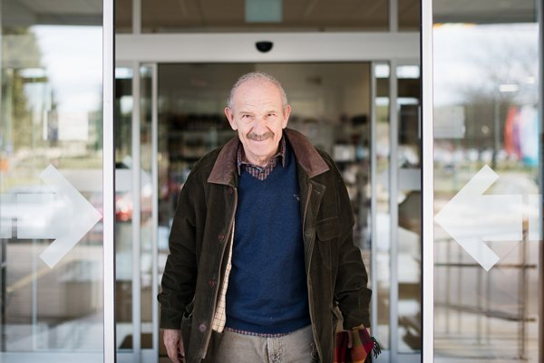 Dušan Dušek patrí k najoceňovanejším autorom slovenskej literatúry, živým klasikom pekného slova a životného nadhľadu.