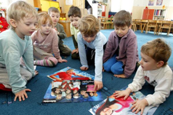 Učiteľky už pracujú so škôlkarmi podľa nových vzdelávacích programov.