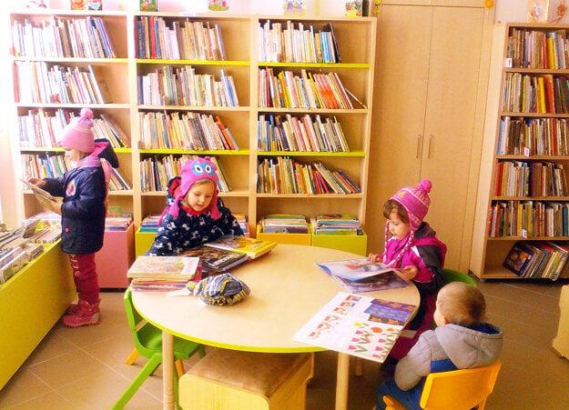 S najmenšími čitateľmi je vknižnici najväčšia zábava.