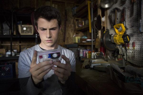 Hlavného hrdinu Claya skvele stvárnil mladý herec Dylan Minnette.