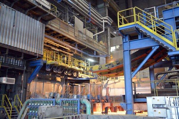 Interiér jednej z výrobných hál spoločnosti Železiarne Podbrezová.