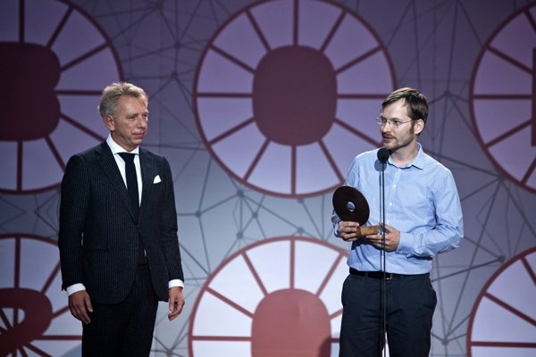 Mirety Dian (vpravo) si ocenenie prebral z rúk Branislava Brunovského.