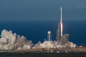 Štart prvej recyklovanej orbitálnej rakety misie SES-10.