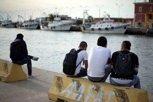 Rakúsko ponúka migrantom hotovosť za návrat domov, odchádzajú čoraz menej