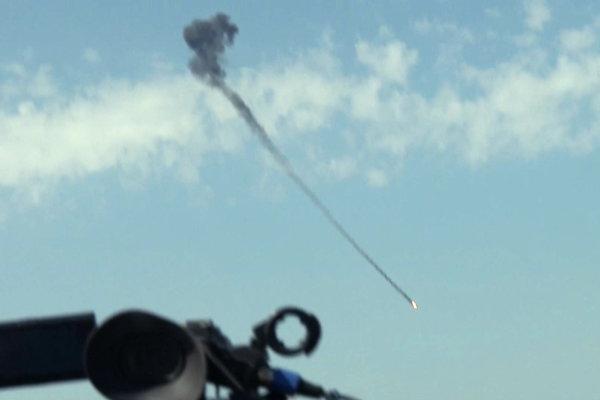 Vrtuľník zasiahla munícia vystrelená zo zeme.