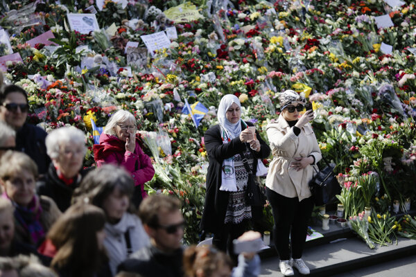 Tisíce obyvateľov Štokholmu sa zišlo na pobožnoisti, ktorou chceli odsúdiť terorizmus.