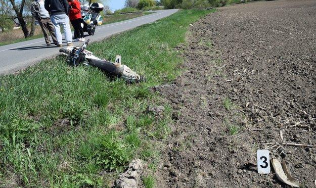 Po havárii motocyklistu.
