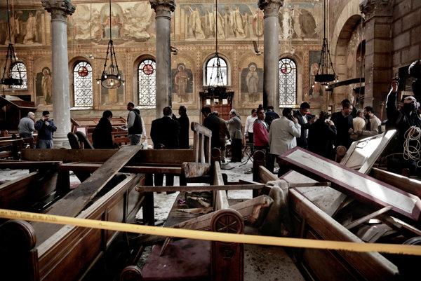 Dva bombové útoky na kostoly koptských kresťanov zažil Egypt počas Veľkej noci.