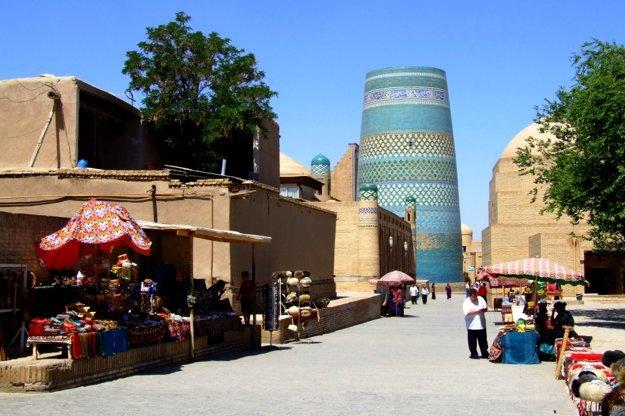 Minaret Kalta Minor je symbolom mesta.