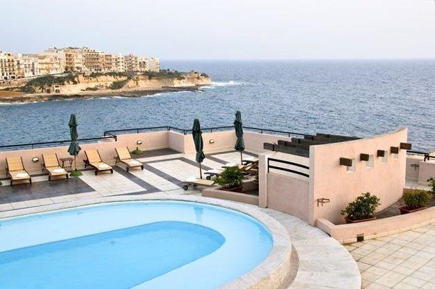 Hotel na pobreží ostrova Gozo.