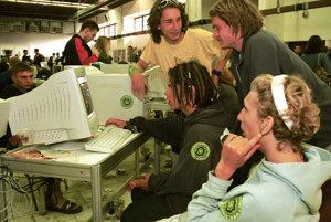 V roku 2001 bola internetová kaviareň aj na festivale Pohoda v Trenčíne.