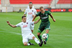 Lukáš Kubus (vpravo). Zo štyroch jarných gólov 1. FC Tatran zaznamenal polovicu.
