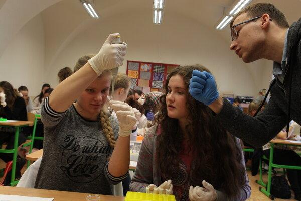 Študenti cez genetiku hľadali páchateľa.