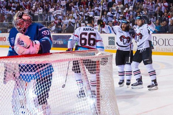 Dokážu hokejisti Banskej Bystrice dotiahnuť finálovú sériu do úspešného konca už v sobotu?