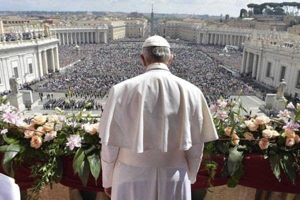 Pápež František na Námestí svätého Petra vo Vatikáne.