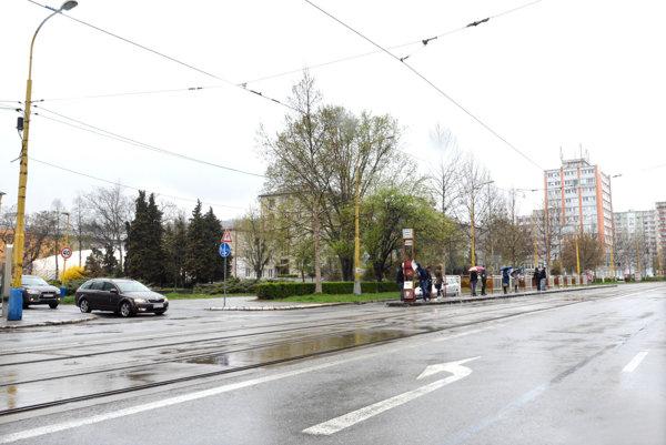 Zrušená zastávka Krajský úrad.Električky nebudú po Komenského premávať štyri mesiace.