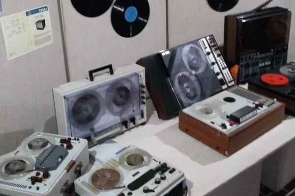 Z výstavy Retro - elektro.