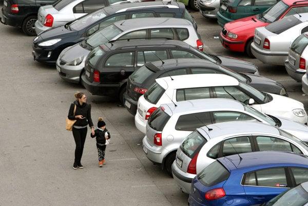 Venovať sa budú aj problematike parkovania. Ilustračné foto.