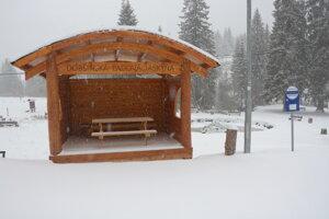 Turistov víta aprílová zima.
