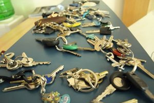 Na policajnej stanici majú haldy stratených kľúčov.
