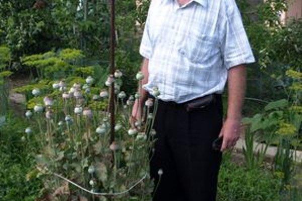 Dušan Modriansky nad zvláštnym makom len krúti hlavou.