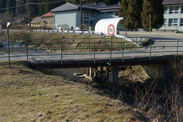 Most je v zlom stave.
