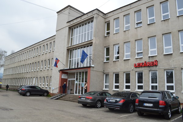 ŽSK vyhral spor o určenie vlastníctva budovy bývalej polikliniky v Turzovke najskôr na Okresnom súde v Čadci. Jeho rozhodnutie potvrdil krajský súd.