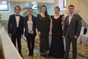 Zľava: Michal Šimun, Martina Kaličiaková, Orsolya Janszo, Radka Kováčová aPeter Wurczer.