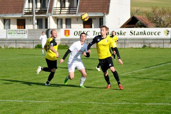 Stankovčania (v žltom) zdolali Častkovce o gól.
