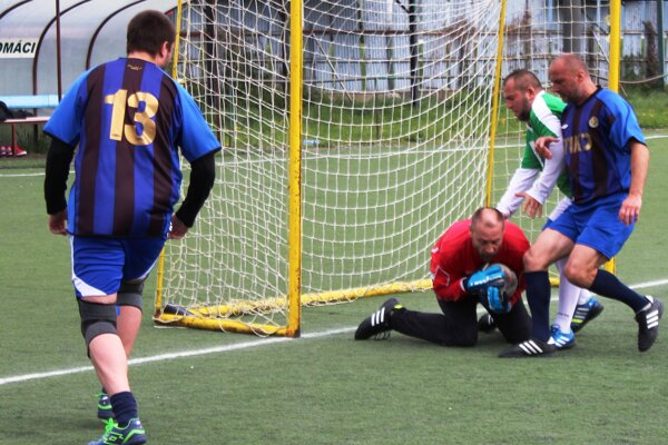 Zo súboja FC Mariáš - Rytieri
