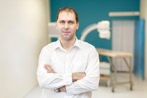 Martin Griger je certifikovaný anestéziológ, intenzivista a špecialista na intervenčnú liečbu bolesti pod röntgenologickou a ultrazvukovou kontrolou. Skúsenosti v intervenčnej algeziológii nadobudol počas dlhodobého pôsobenia v Írsku. Spolupracoval s Onkologickým inštitútom sv. Alžbety, vyučuje na Univerzite Komenského a ako anesteziológ pracoval vo Fakultnej nemocnici Ružinov. Momentálne je vedúcim lekárom špecializovanej ambulancie liečby bolesti EuroPainClinics v Bratislave.