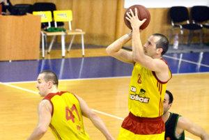 Radenko Pilčevič (s loptou). Verí vúspech svojho tímu.